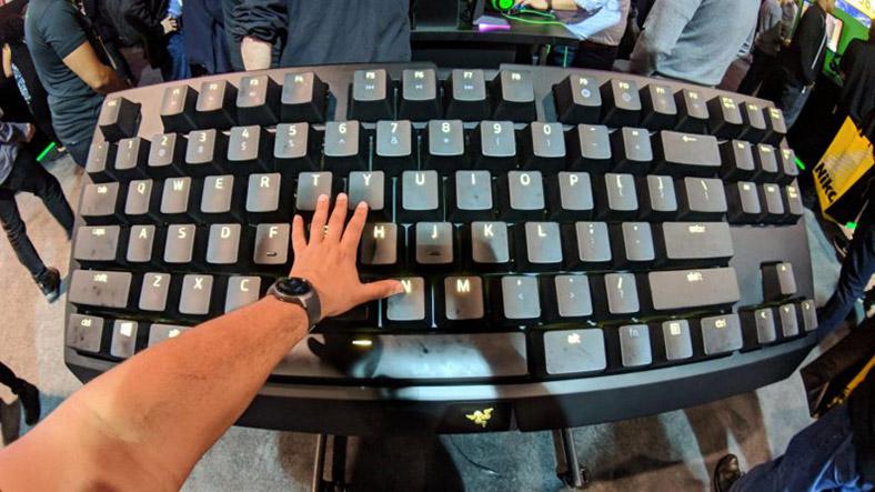 razer-büyük-klavye.jpeg